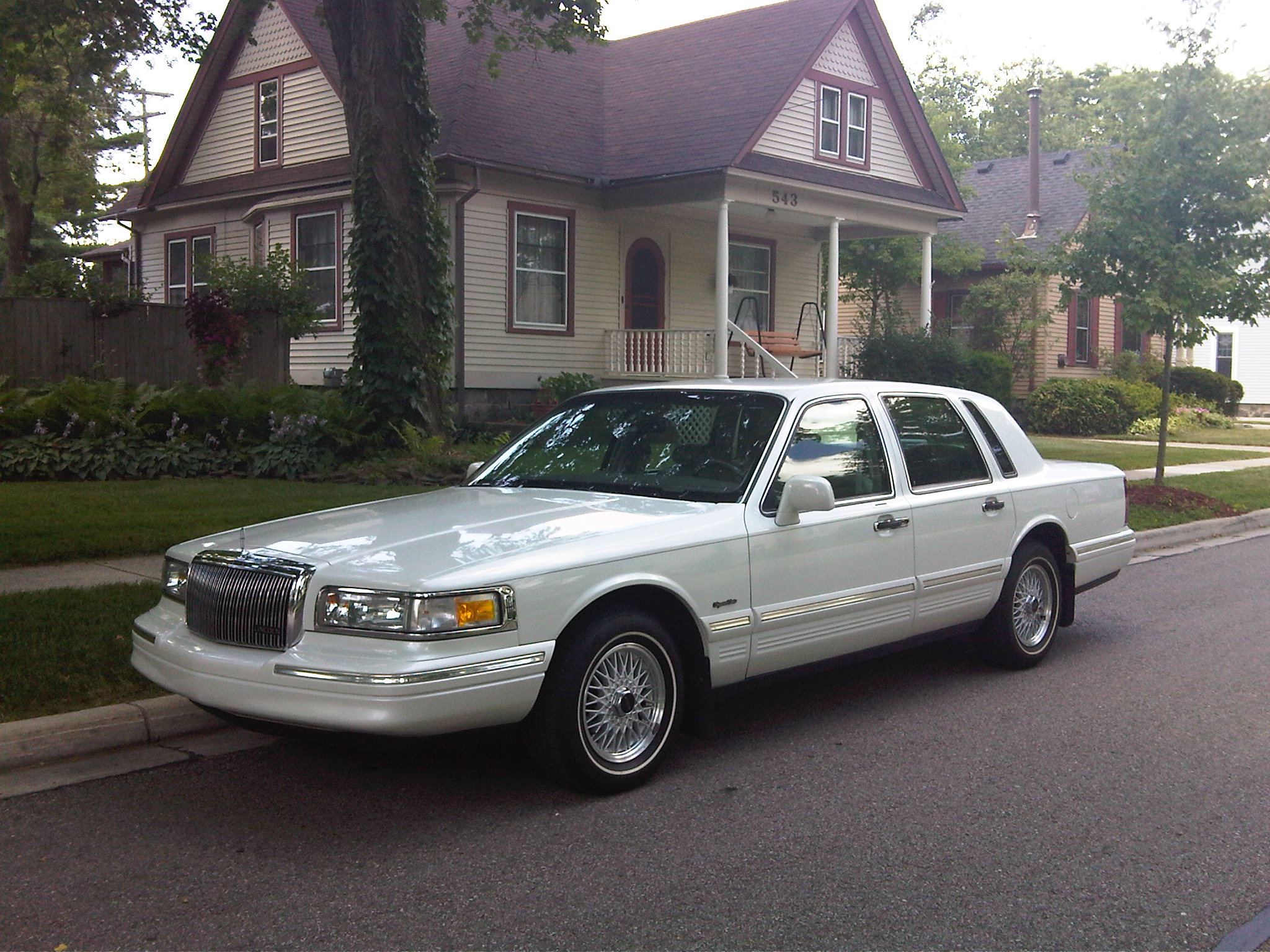 1997 lincoln town car limo. lincoln town car front
